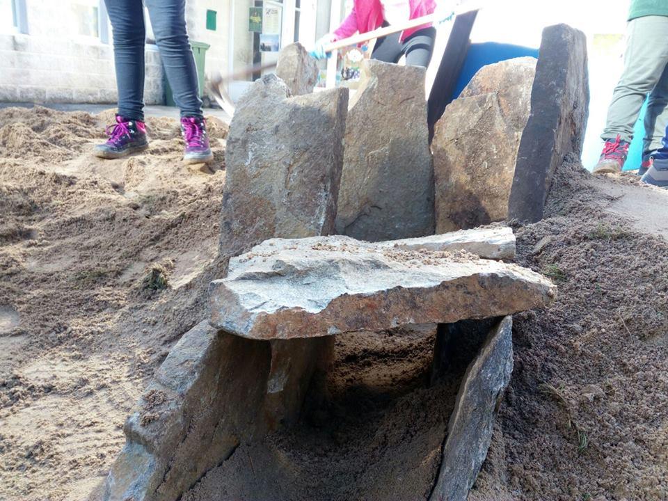 Escola 17-18 dolmen